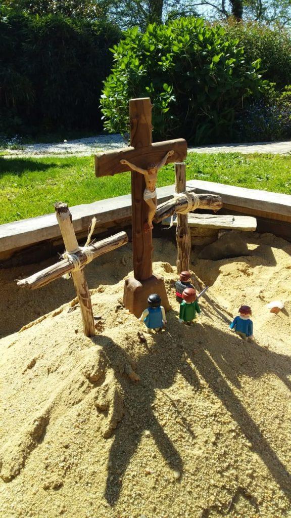 Au pied de la croix